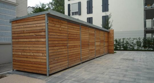 Mülltonneneinhausung und Geräteschuppen in Neuötting mit Holzverkleidung