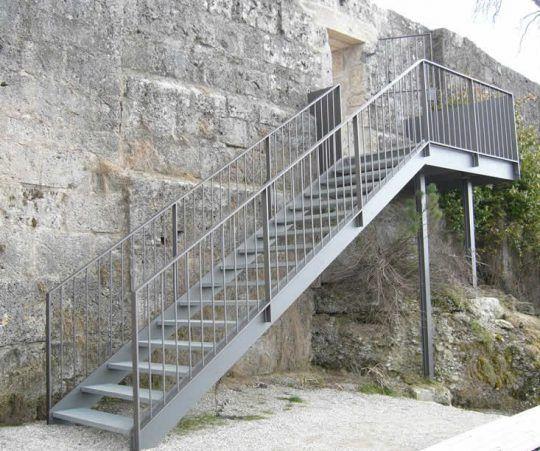 Außentreppe Burghausen, Aussichtsplattform am Burgcafe.