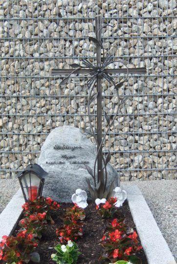 filigranes Bronzekreuz in Oberbayern mit Rankwerk