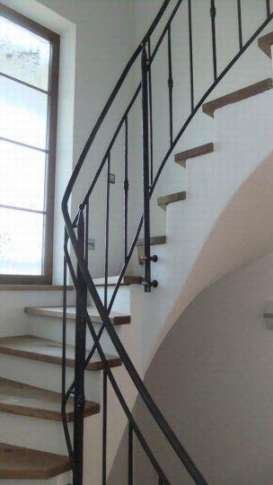 Treppengeländer Rosenheim, massive Rundprofile mit Zierstäben, mattschwarz lackiert