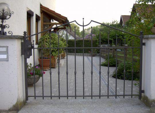 Gartentüre Altötting - geradlinig und schnörkellos