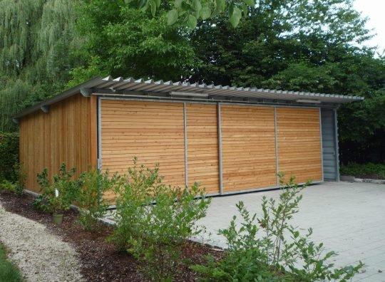 Carport Mühldorf, Stahlkonstruktion mit Holzverkleidung und Trapezblechen