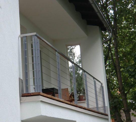 Balkongeländer in Burghausen, mit Edelstahlseilen