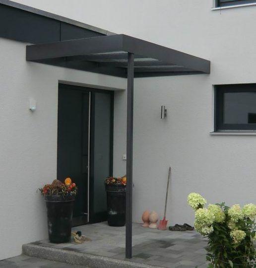 Eingangsvordach Rosenheim, in moderner Kastenbauweise, innenliegende Regenrinne, durch Säule entwässert.