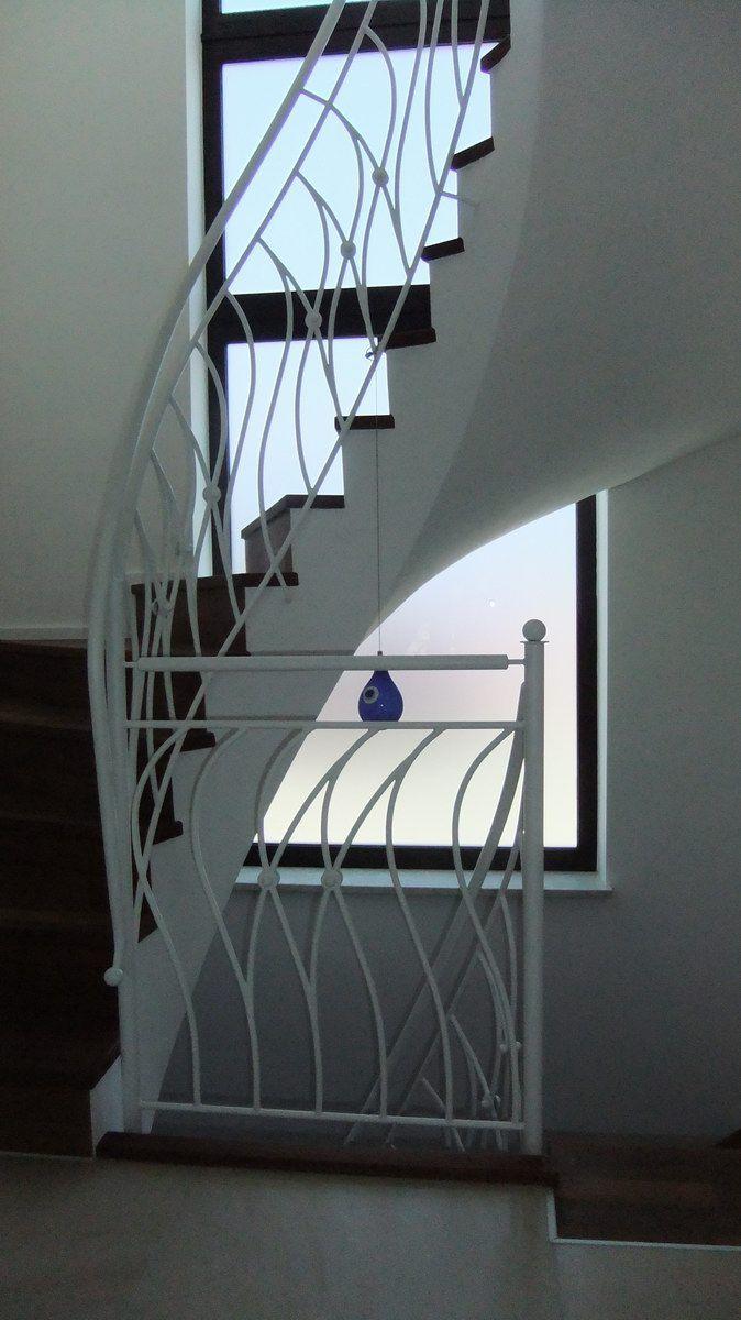 Treppengeländer Altötting, weiss beschichtet