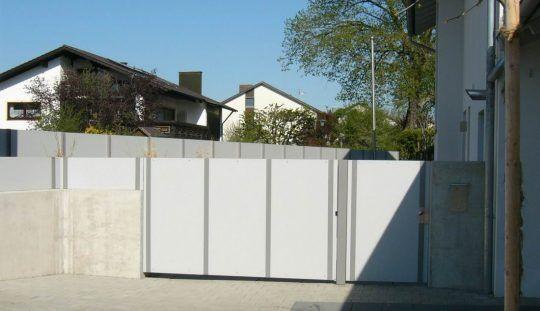 Gartentor und Sichtschutzwand Neuötting,  mit hellen Trespaplatten