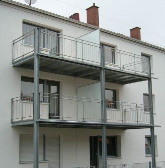 Balkone München , Doppelbalkone mit Trennwand als Anbaubalkone