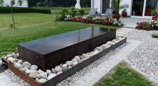 Gartenbrunnen in Burghausen aus Cortenstahl