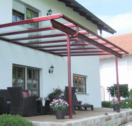 Terrassendach in Niederbayern, rot beschichtet