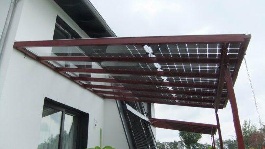 Überdachung mit Solarmodul in Burghausen. Terrassendach mit Photovoltaik