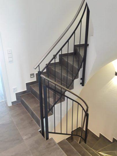 Treppengeländer Mühldorf, mit Edelstahl-Handlauf, anthrazit beschichtet