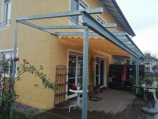 Überdachung Rosenheim, mit Rankhilfe und Sonnenschutz