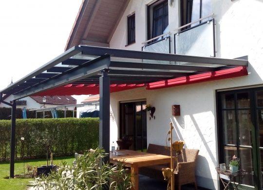 Terrassenüberdachung Tittmoning, mit geteiltem Baldachin als Sonnenschutz