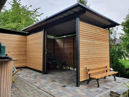 Gartenhaus und Geräteschuppen - pulverbeschichtet mit Holzverkleidung in Garching / Alz